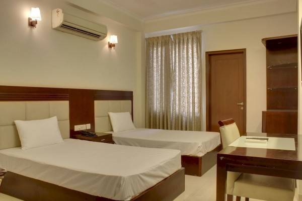 Hotel OYO Rooms Sohna Road Extension