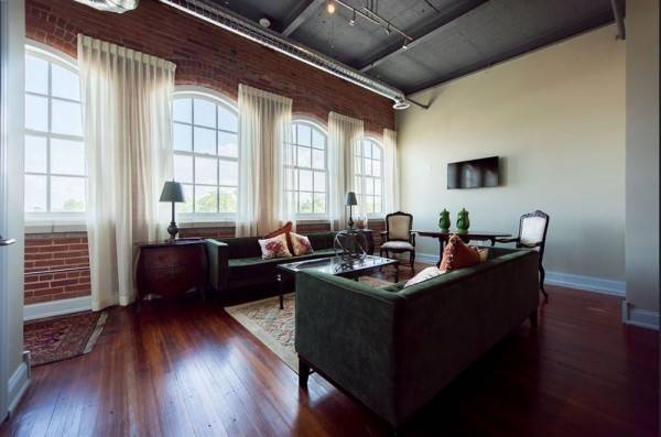 Hotel Foundry Suites