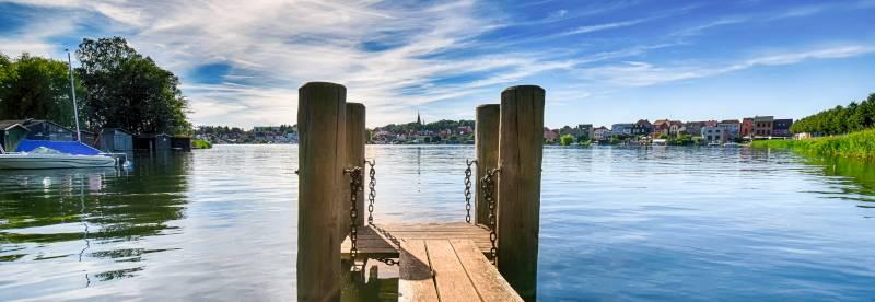 Sommerurlaub mit HRS: Beste Unterkünfte, günstige Preise, die Mecklenburgische Seenplatte wartet auf Sie!