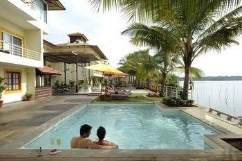 Hotel Deltin Palms Riverfront