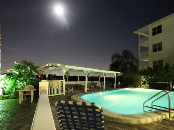 Hotel Seashell 20 2 Br condo by RedAwning