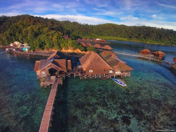 Hotel Gayana Marine Resort LIF