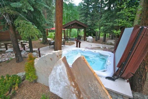 Hotel Boulder Brook on Fall River