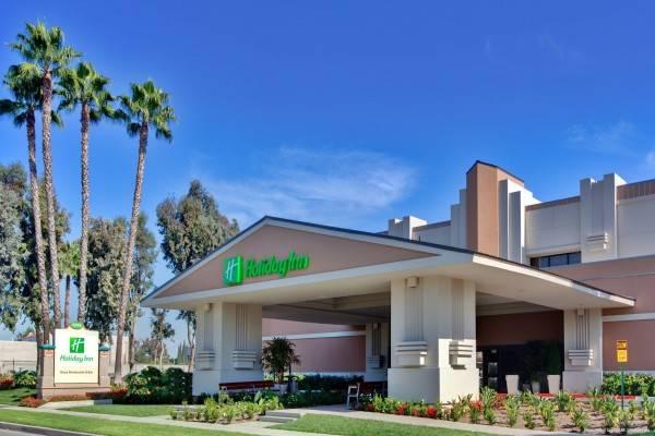 Holiday Inn & Suites ANAHEIM (1 BLK/DISNEYLAND®)