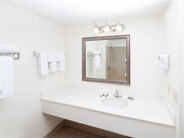 RED LION INN AND SUITES PERRIS
