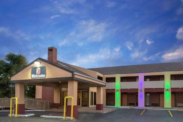 Hotel Super 8 by Wyndham Kansas City Airport