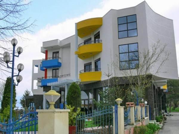 1 MAJI HOTEL