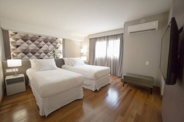 Hotel NH Curitiba The Five