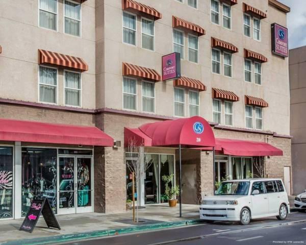 Hotel Comfort Suites Visalia Convention Center