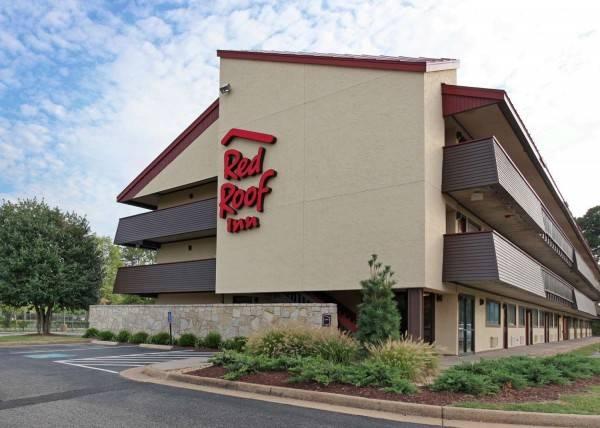 Hotel Red Roof Hampton Coliseum & Convention Center