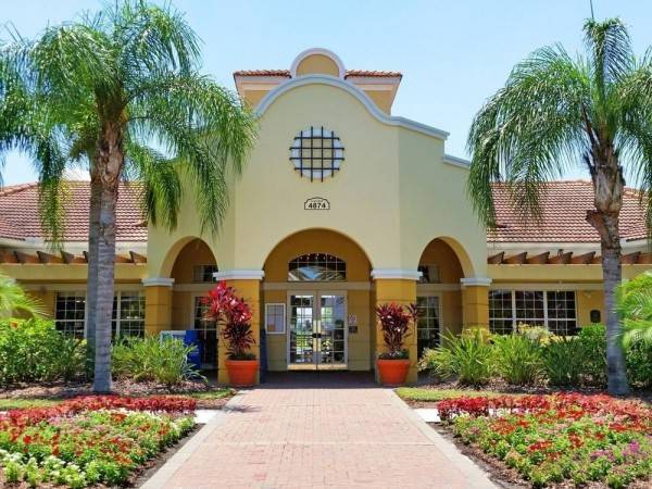 Hotel Majestic Dreams 3 Br townhouse by RedAwning