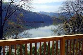 Hotel Lakeside Resort-The Lodge at Lakeside