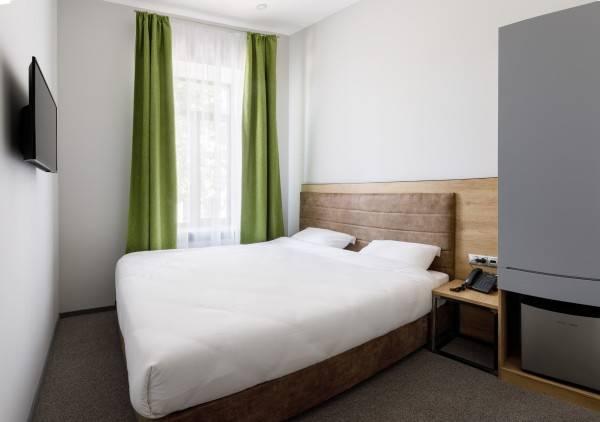 Custos Riverside Hotel