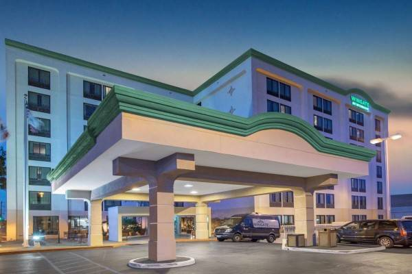 Hotel Wingate by Wyndham Los Angeles International Airport LAX