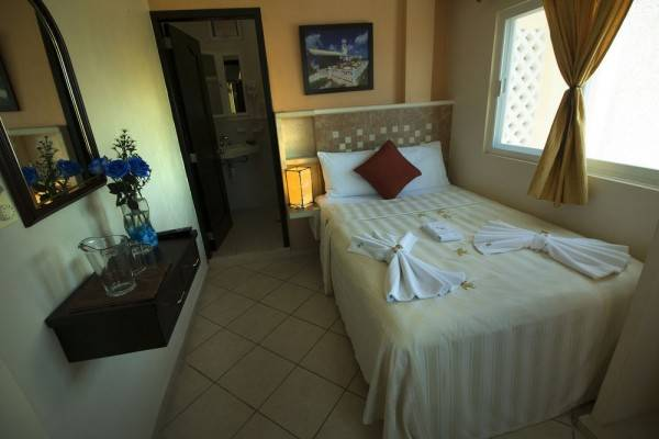 Isla Mujeres Hotel & Restaurant Bucaneros