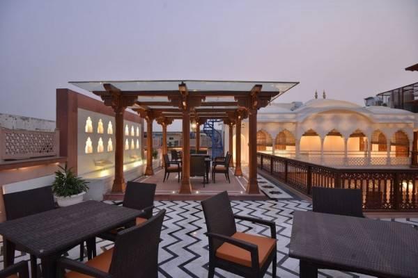 Hotel WelcomHeritage Haveli Dharampura