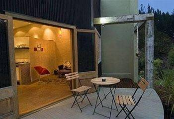 Hotel Indigo Bush Studios