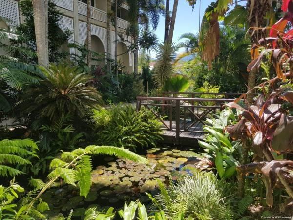 Holiday Inn CAIRNS HARBOURSIDE