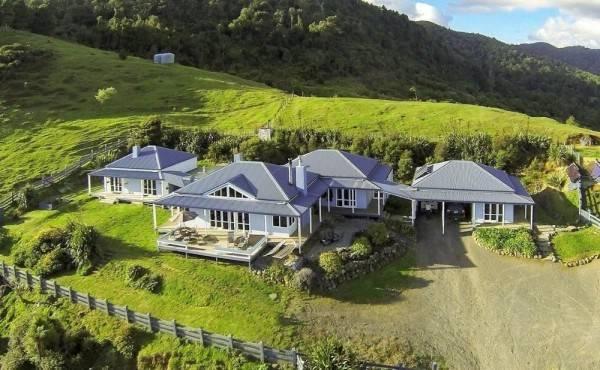 Hotel Nightingale Falls Farmstay Retreat