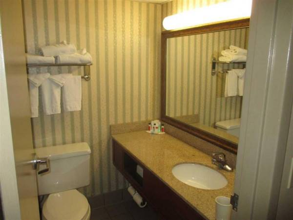 SureStay Plus Hotel by Best Western Kansas City Northeast