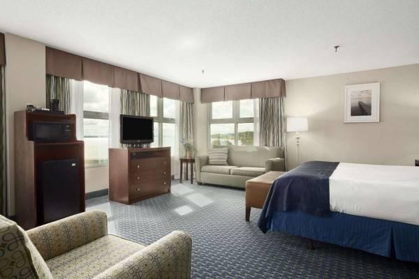 Hotel Ramada Plaza by Wyndham Geneva Lakefront Resort