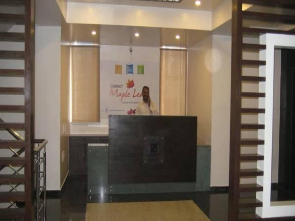 Hotel Compact Maple Leaf E-City