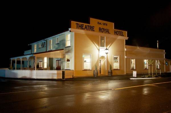 Theatre Royal Hotel Kumara
