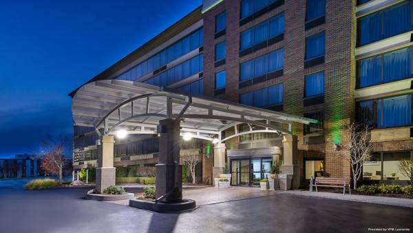 Holiday Inn & Suites WARREN