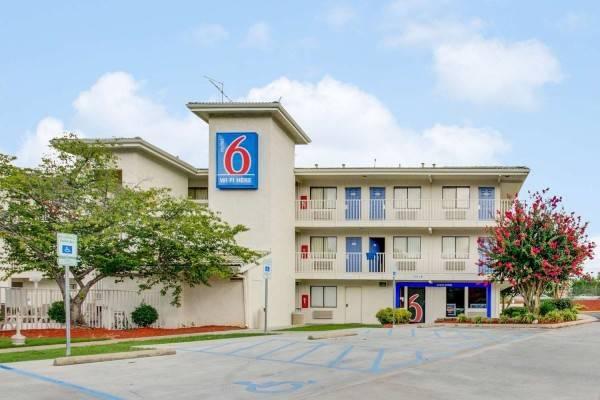 Motel 6 Columbia West