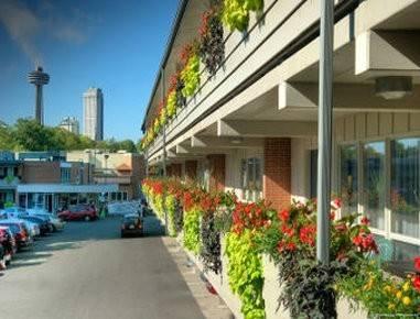 Hotel Travelodge by Wyndham Niagara Falls At the Falls
