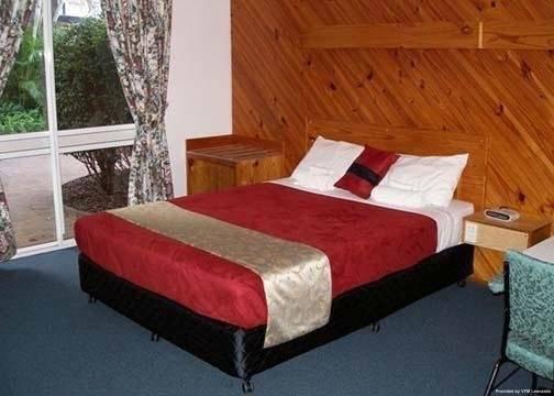 Smart Motels Bert Hinkler Motor Inn
