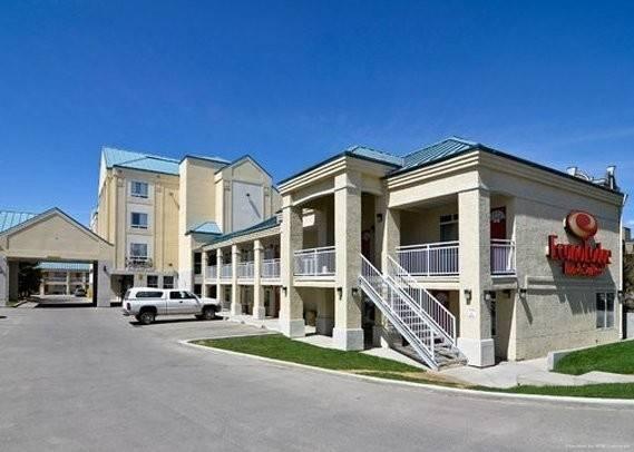 Econo Lodge Inn and Suites University