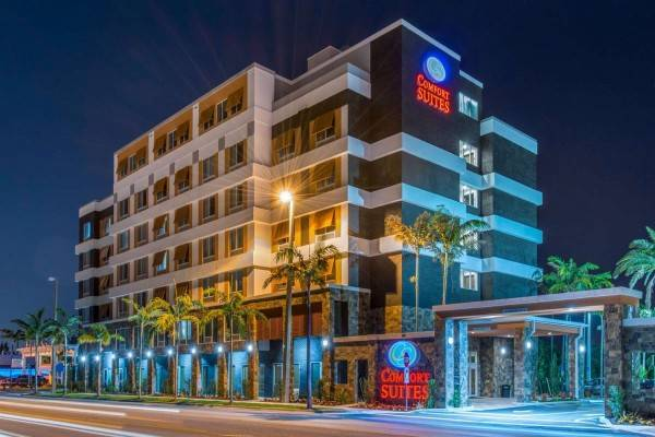 Hotel Comfort Suites Fort Lauderdale Airport a