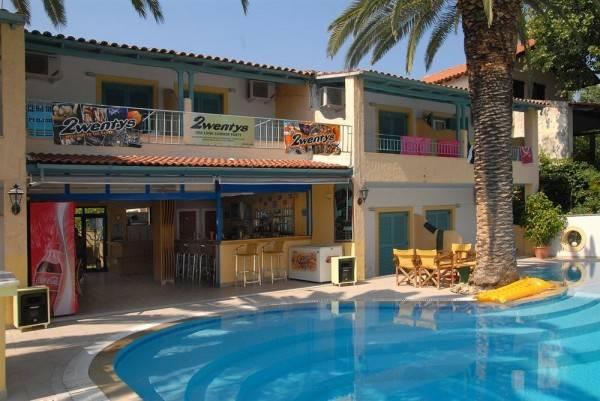 Hotel Roussos Studios