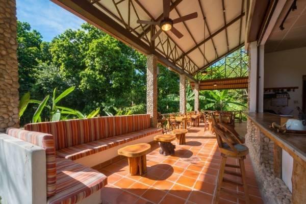 Hotel Istmo Yoga and Adventure Retreat