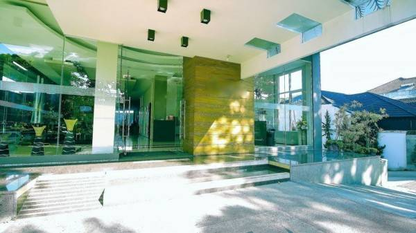 Hotel ZEN Rooms Near PVJ