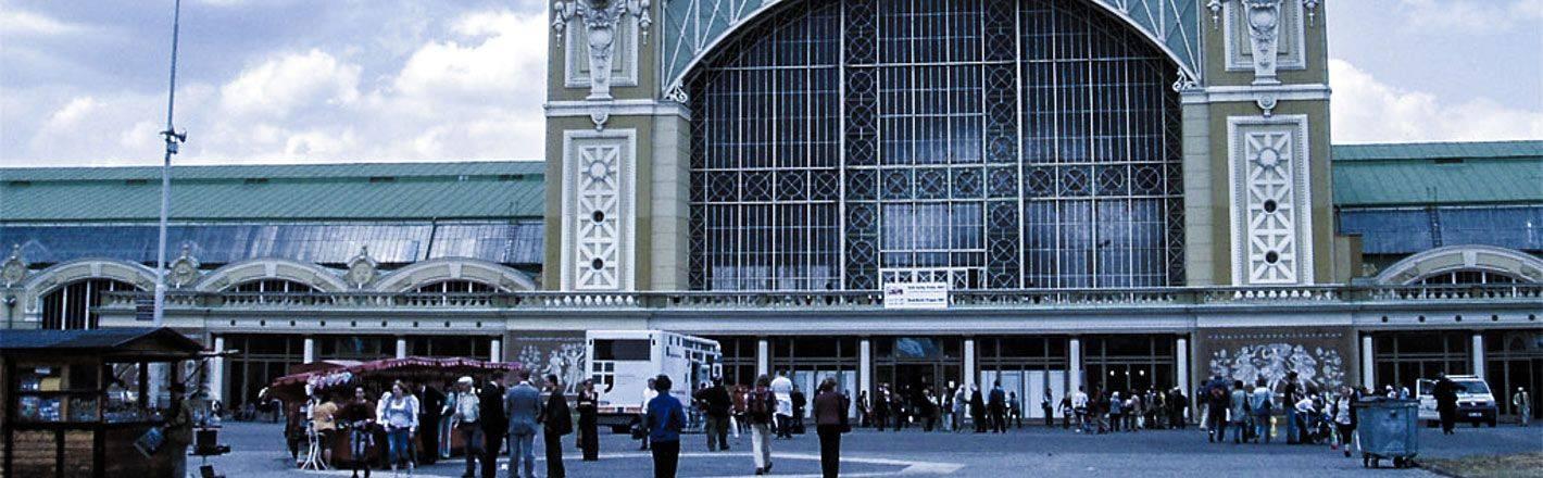 HRS Preisgarantie mit Geld-zurück-Versprechen: Günstige Hotels an der Messe Prag ✔ Geprüfte Hotelbewertungen ✔ Kostenlose Stornierung ✔ Mit Businesstarif 30% Rabatt